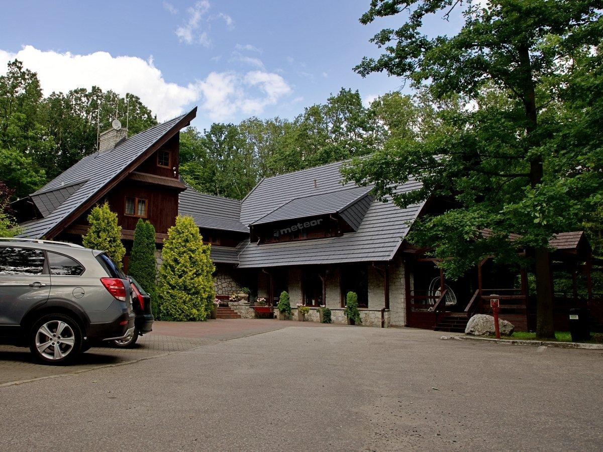 Hotel Walcerek - obiekt hotelowy, restauracja oraz parking