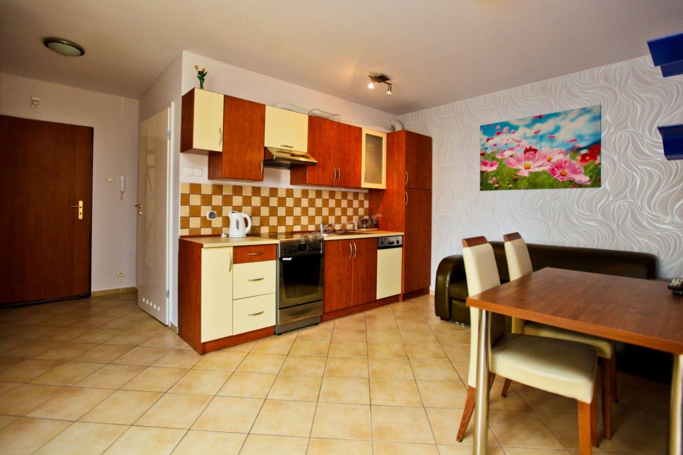 Aneks kuchenny i jadalnia w jednym z naszych apartamentów w kompleksie Baltic Park Promenada