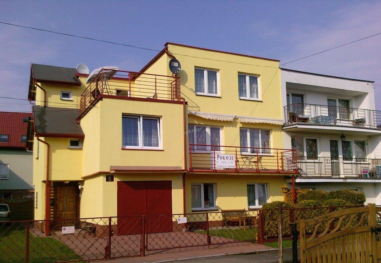 Nasz domek ma elewacje w kolorze żółtym