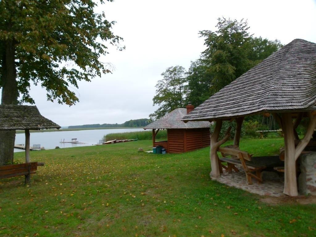 teren przy jeziorze