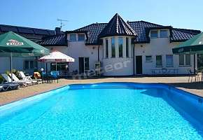 Brydar with Sauna, Swimming Pool and Jacuzzi