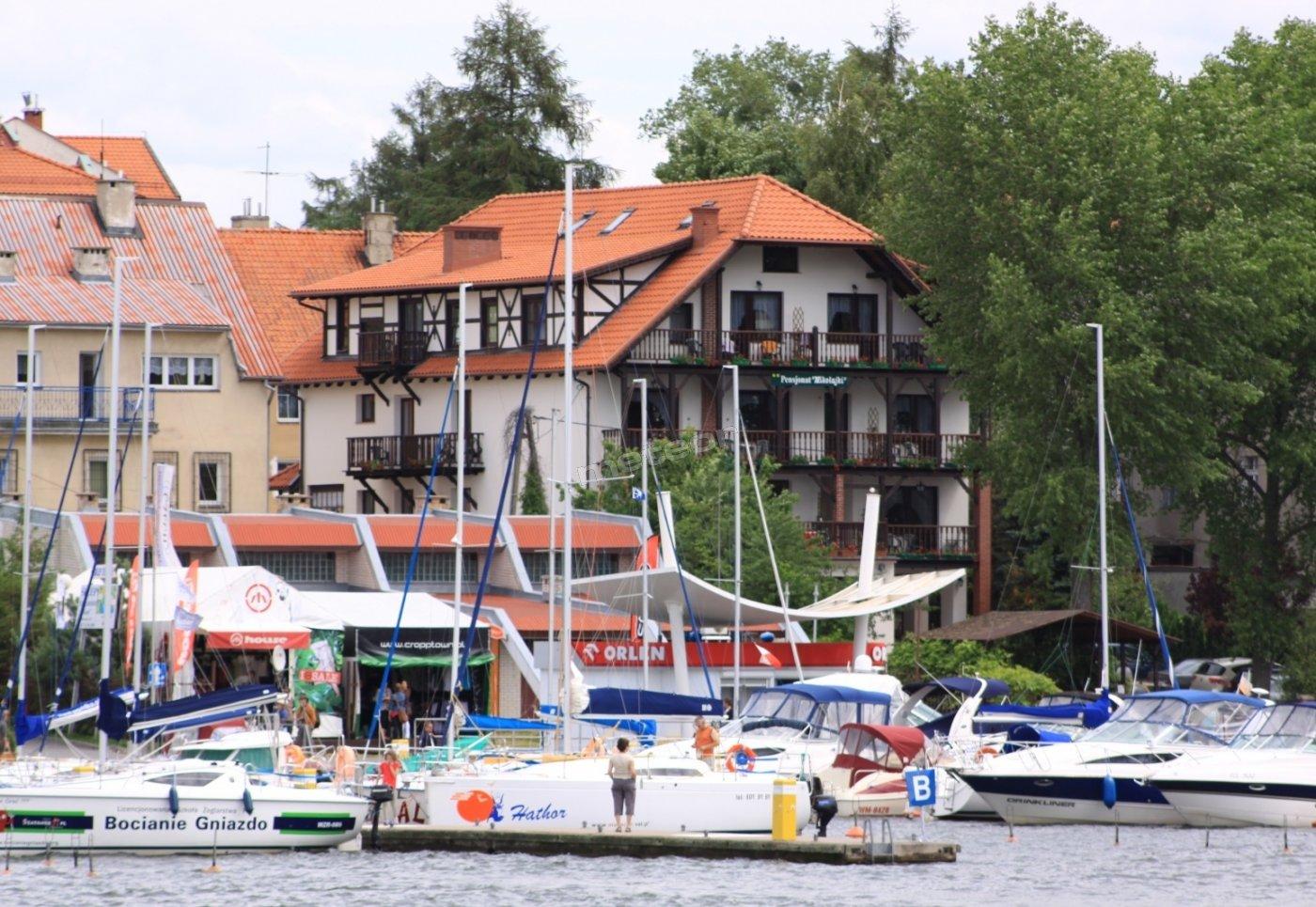 Pensjonat Mikołajki-widok od strony poru żeglarskiego