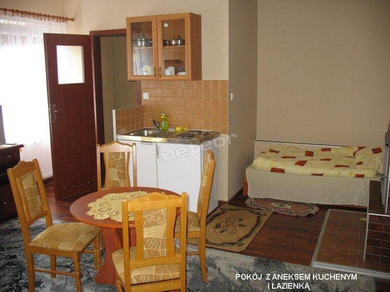 pokój 3-4 osobowy z łazienką i aneksem kuchennym