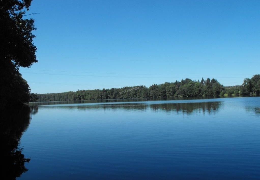 Jezioro łapińskie nad którym jest dom wypoczynkowy