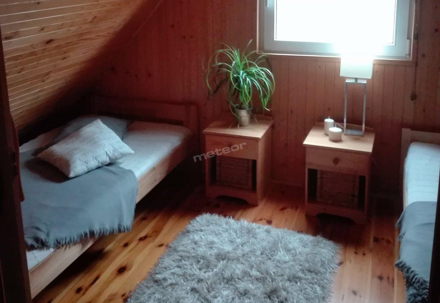 sypialnia górna w domku 8 osobowym
