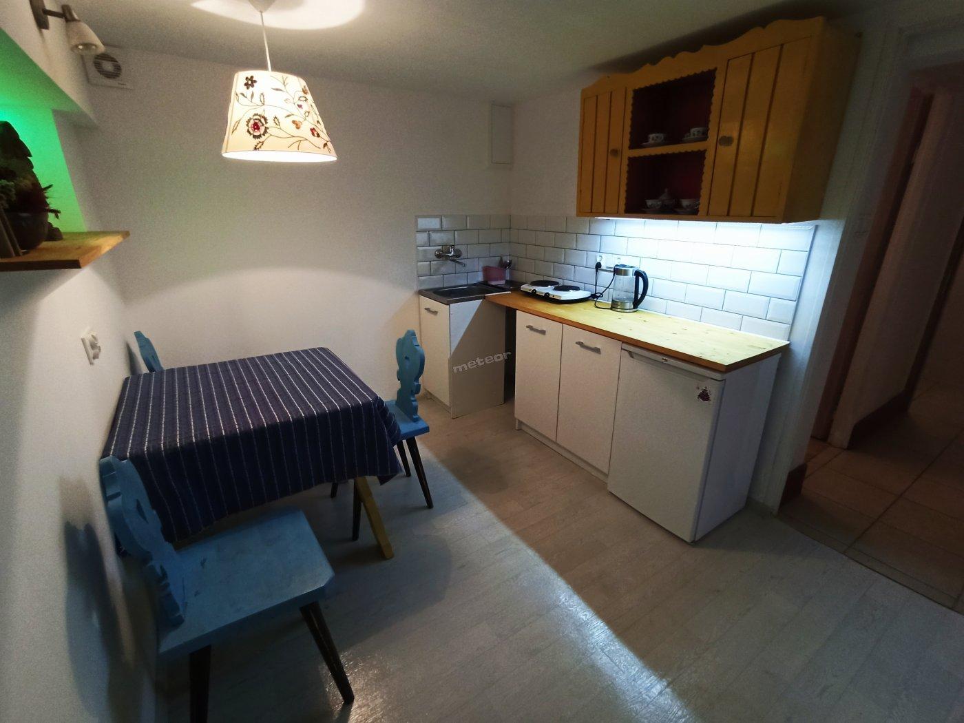 Apartament 2/3 osobowy z kuchnia i łazienką.