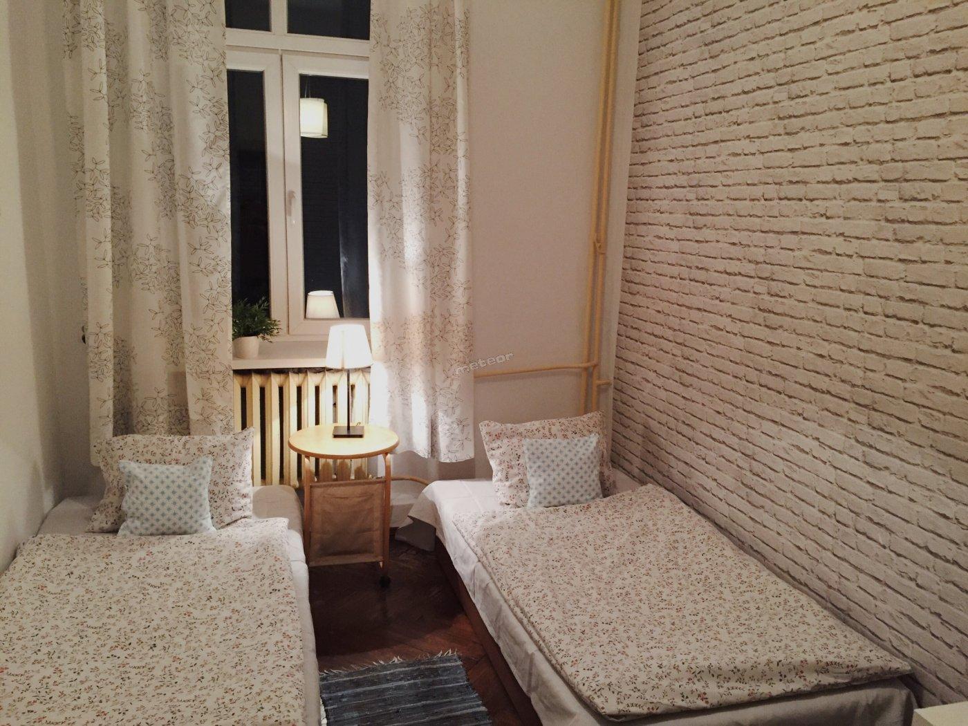 Pokój Dwuosobowy z 1 lub 2 łóżkami i wspólną łazienką