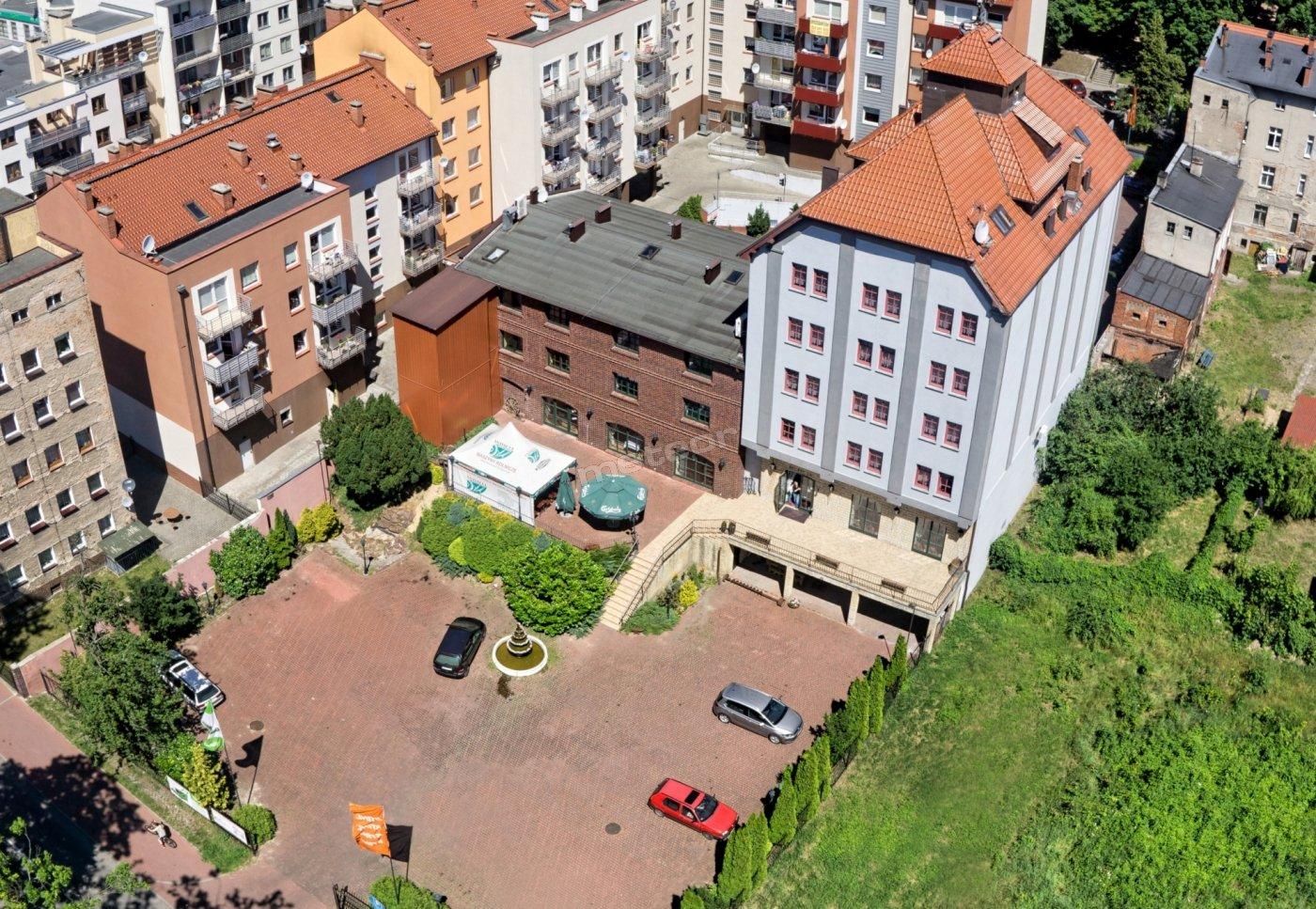 Widok z lotu ptaka od ulicy Skarbowej (parking,taras)