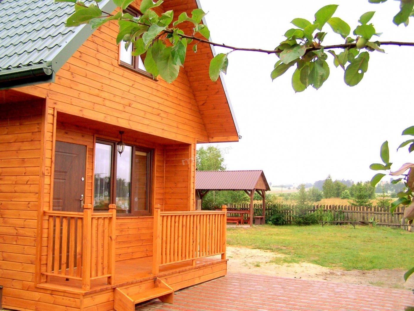 Domek z kominkiem. Oprócz pokoi w naszym domu wynajmujemy także ten nowo-wybudowany domek.