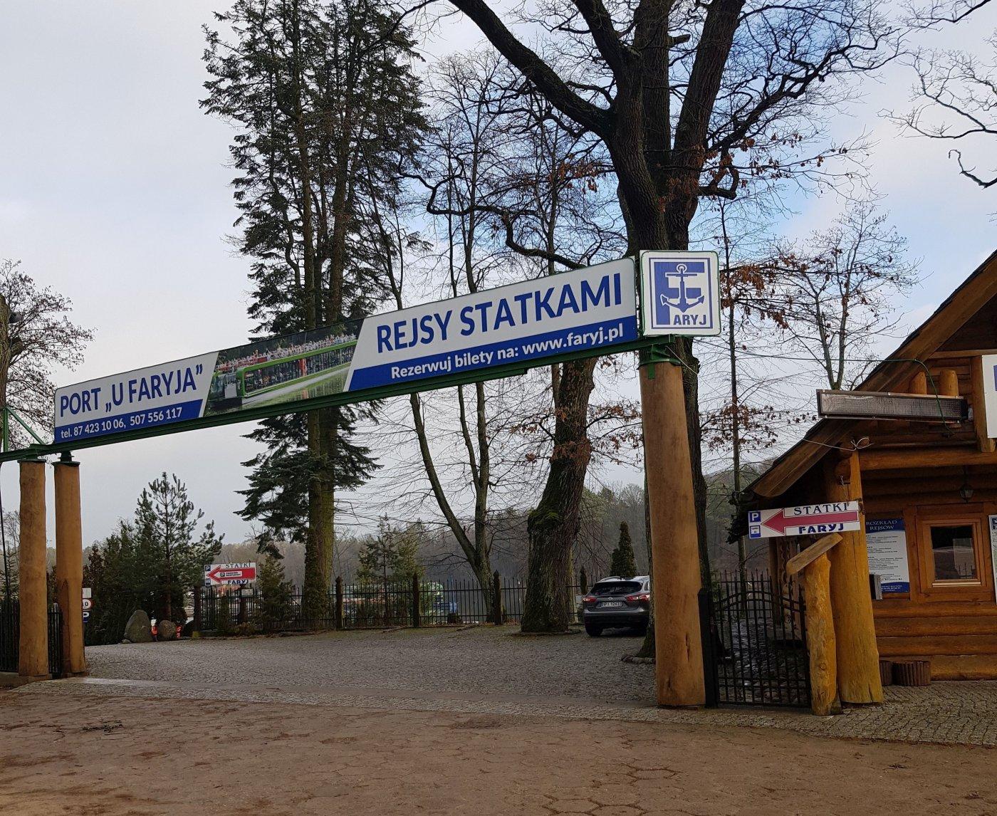 Wejście na teren Portu u Faryja