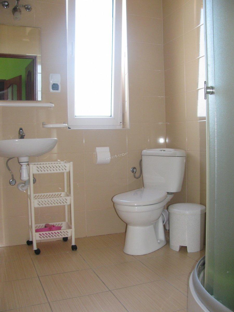 Łazienka w pokoju Zielonym.