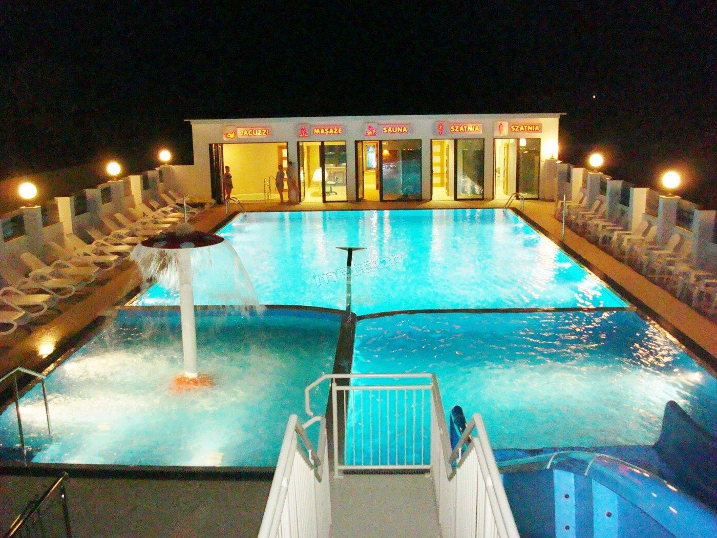 basen wieczorową porą