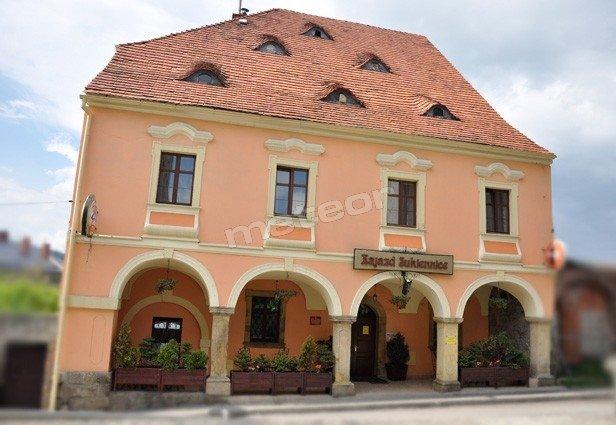 Hotelik i restauracja w zabytkowym XVIII-wiecznym budynku Sukiennic