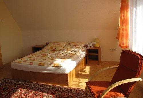 apartament 2os z łożem małżeńskim z łazienką (możliwość wstawienia dostawki)