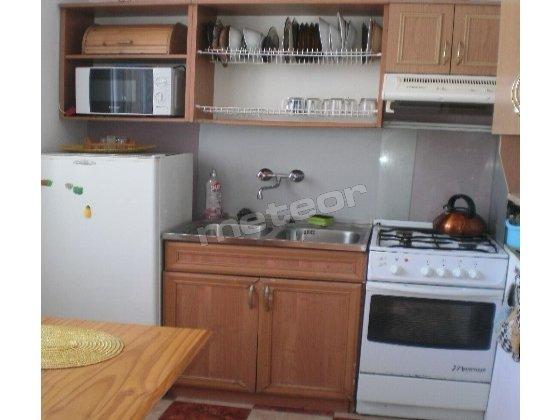 Kuchnia wyłącznie do użytku klientów.Wyposażona w kuchnię gazowa,mikrofalową,piekarnik,lodówkę,patelnie,garnki,sztućce,talerze,szklanki,miski,czajnik itd.Podłogowe ogrzewanie.