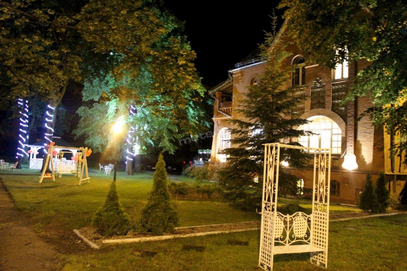 Ogród nocą Pałacyk Chojnów