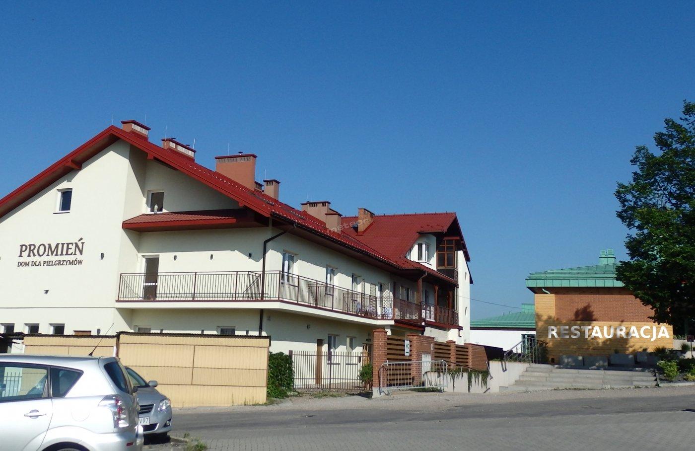 Promień noclegi dla grup zorganizowanych z wyżywieniem. Restauracja obok budynku. Dom dla Pielgrzyma i Turysty Łagiewniki.