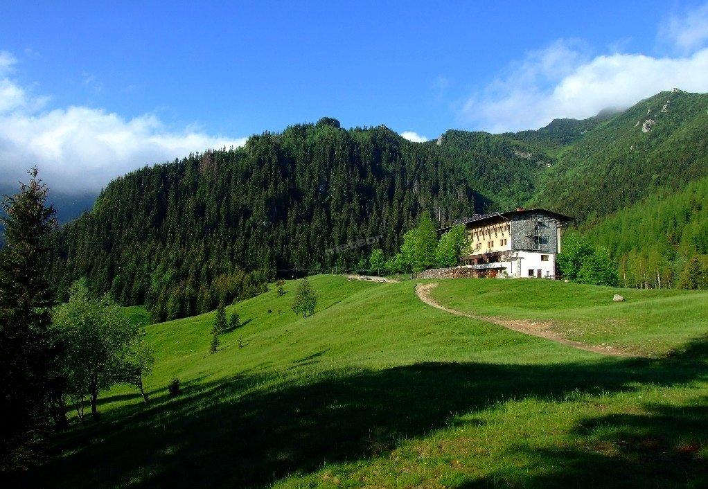 Kalatówki latem to idealna baza dla osób planujących dalekie wędrówki piesze po Tatrach.