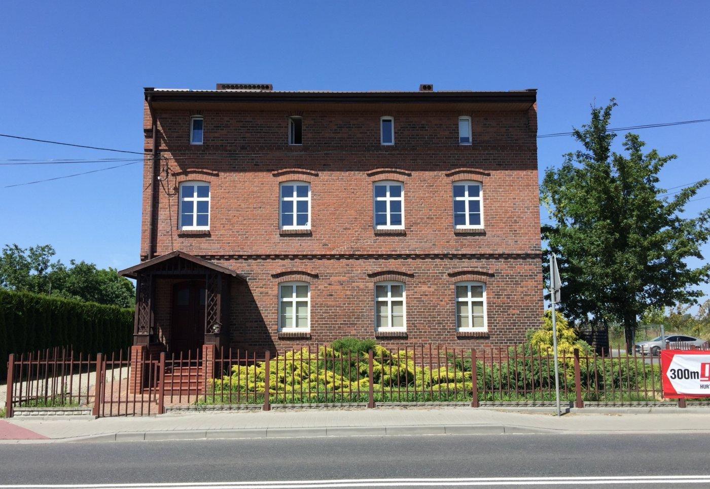 Budynek znajduje się przy ulicy Wołczyńskiej 23 w Kluczborku.