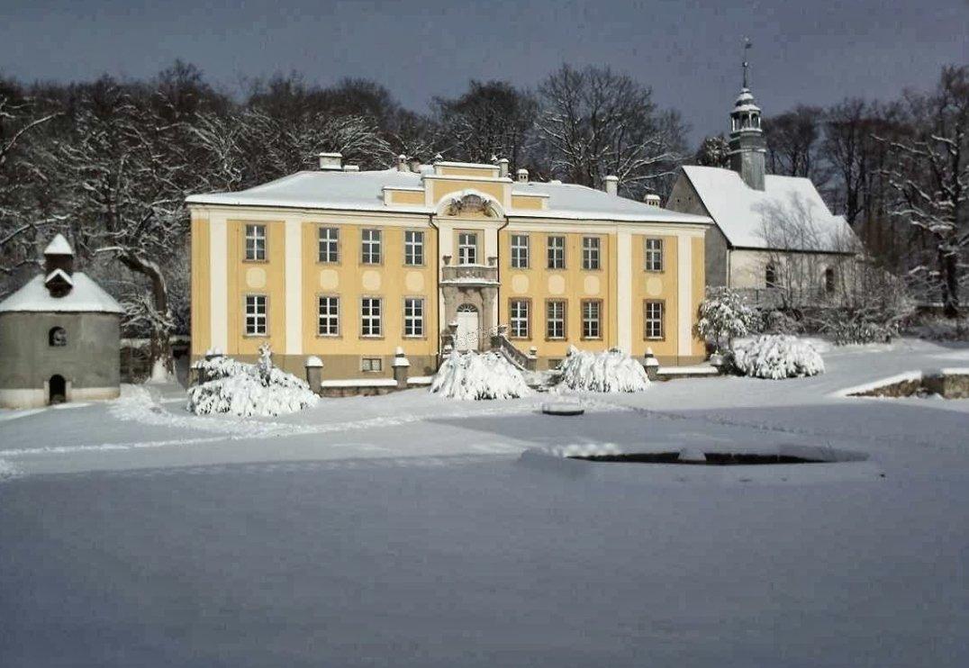 Pałac Lenno zimą