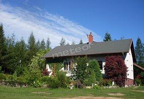 Dom na modrzewiowym wzgórzu