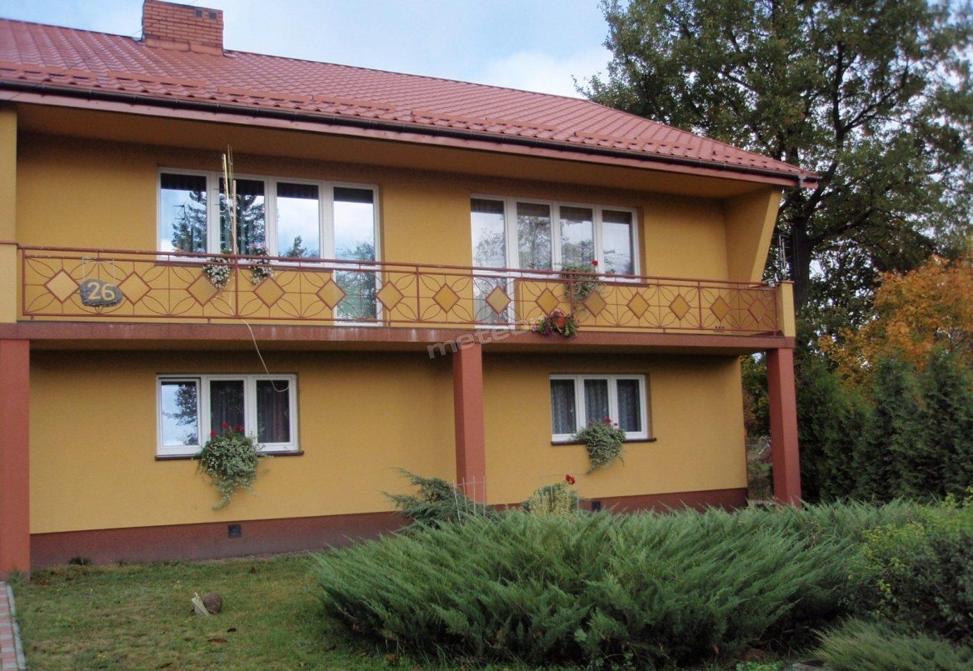 Wygodny dom, w cichej i spokojnej okolicy, wśród lasów i stawów, w pobliżu Nadbużańskiego Parku Krajobrazowego.