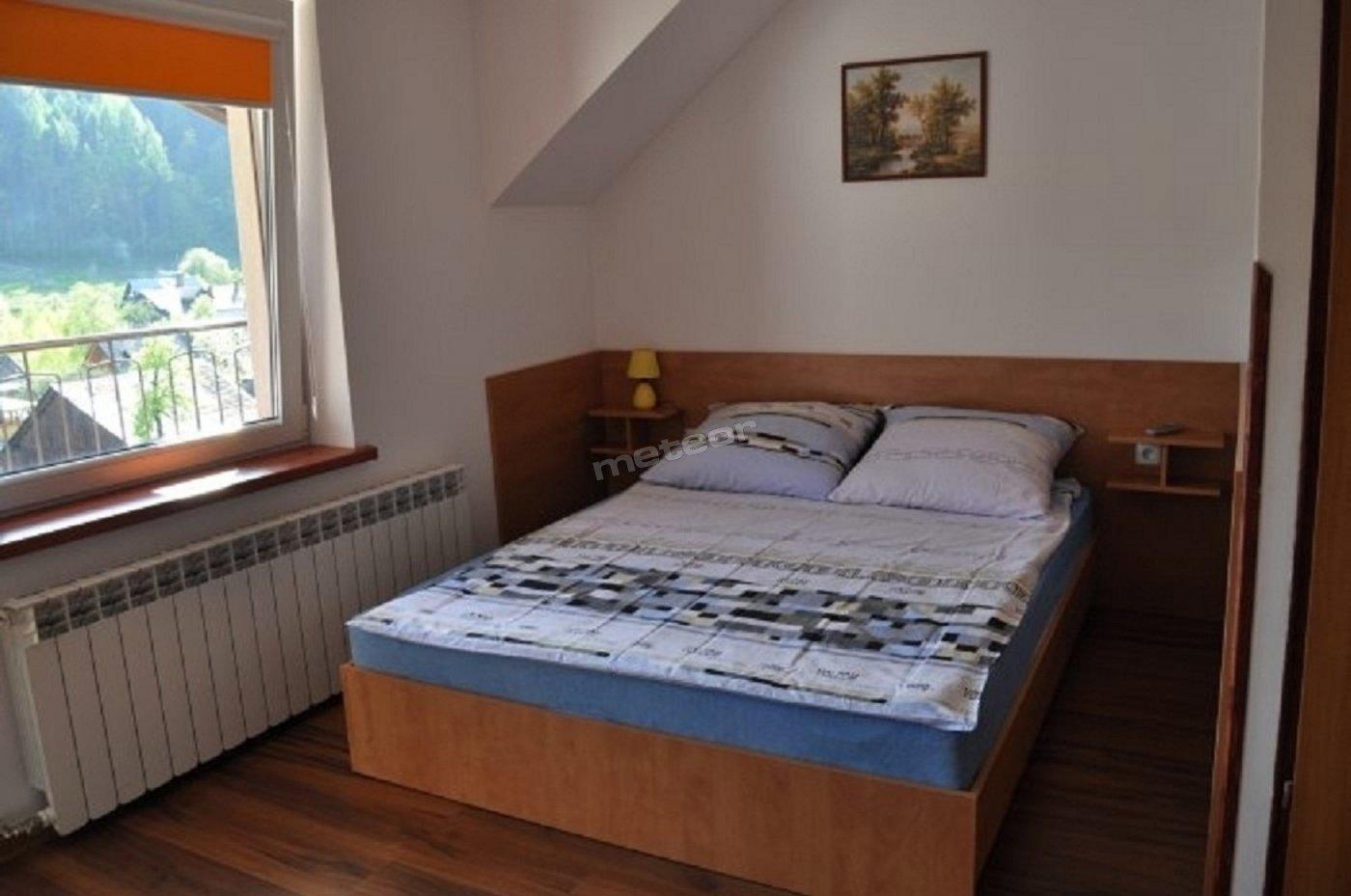 Pokoje 2,3,4/osobowe. Każdy posiada łazienkę z kabiną prysznicową . TV, WIFI , czajnik .