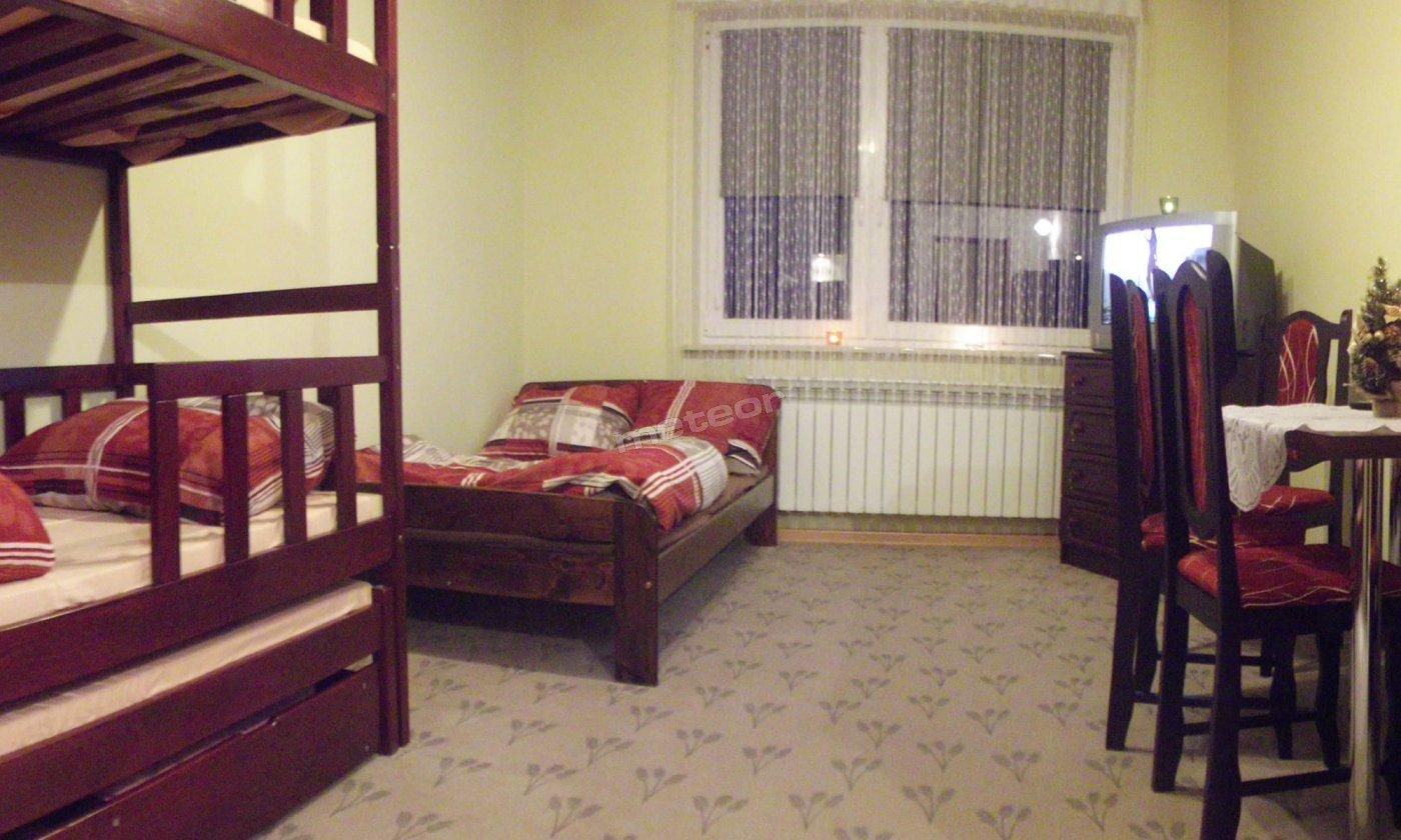 Pokój 4 osobowy, lub 5 osoby (możliwość dostawki).