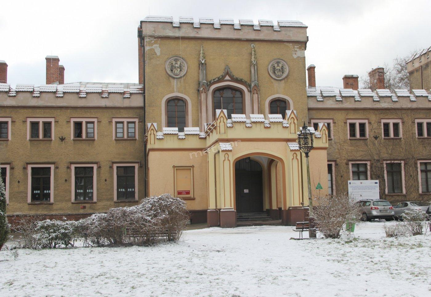 Niepubliczne Schronisko Młodzieżowe - Pałac Radolińskich