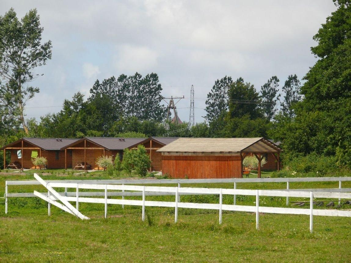 teren za domkami i na jazdę konną