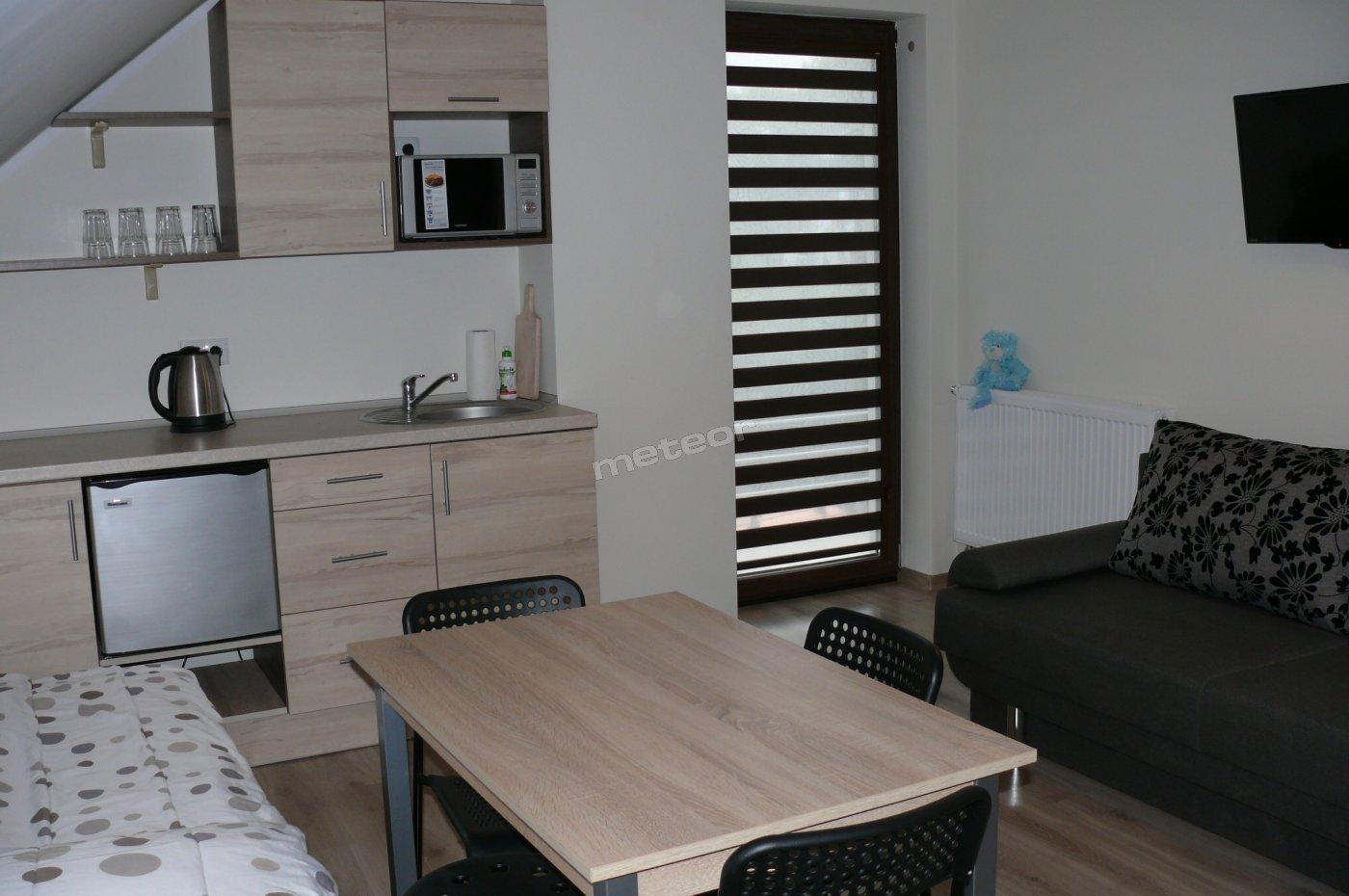 Pokój 4 os. z łazienką, aneksem kuchennym i balkonem