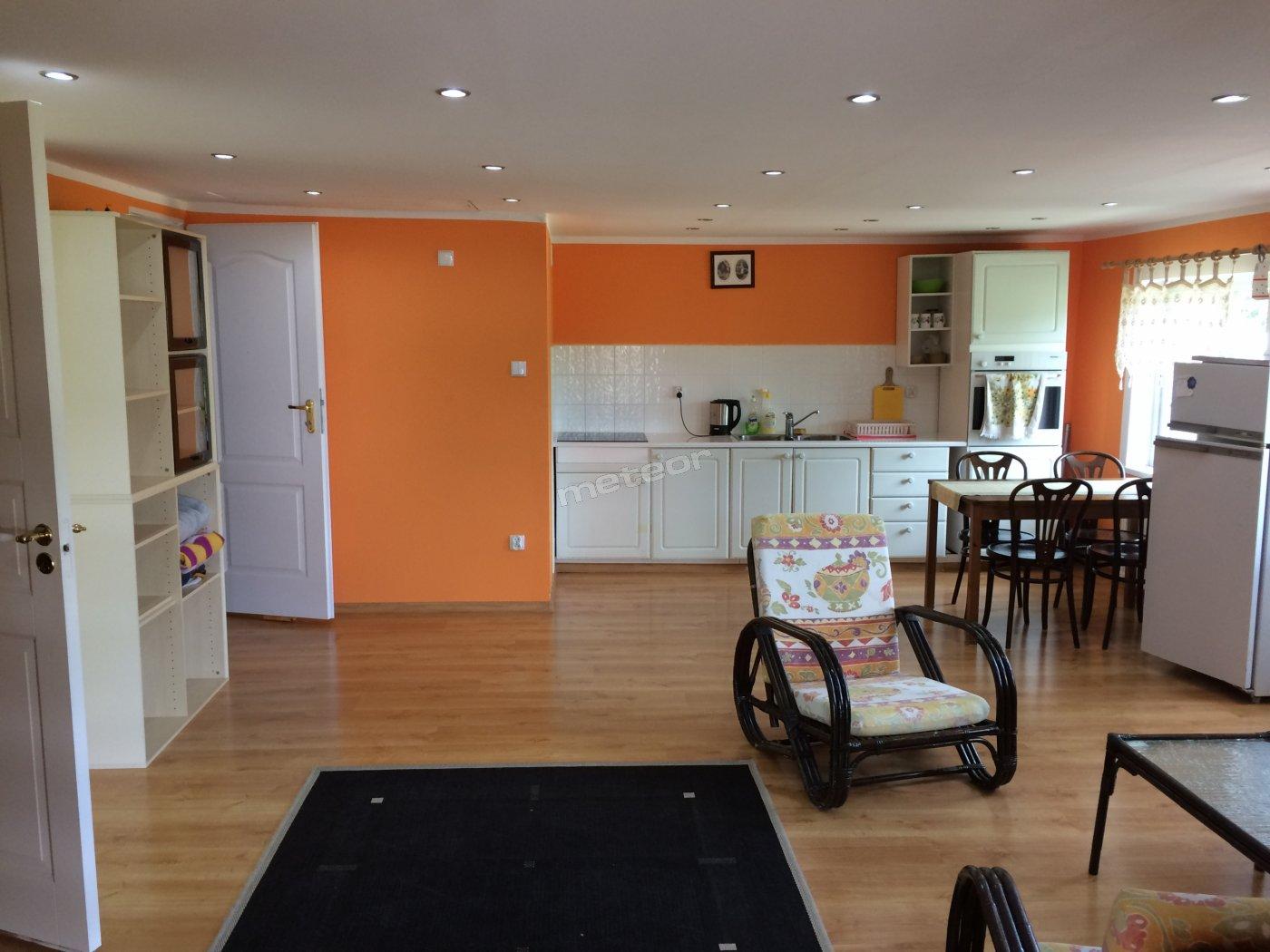 Apartament 5 osobowy salon z aneksem kuchennym