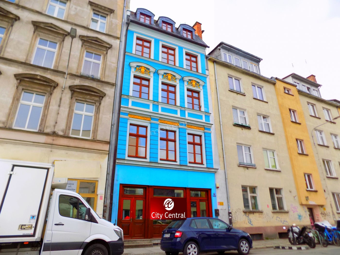 "ul. Kotlarska 40, Recepcja 24h na I-piętrze oraz ""Kamienica Pub & Cafe"" na parterze."