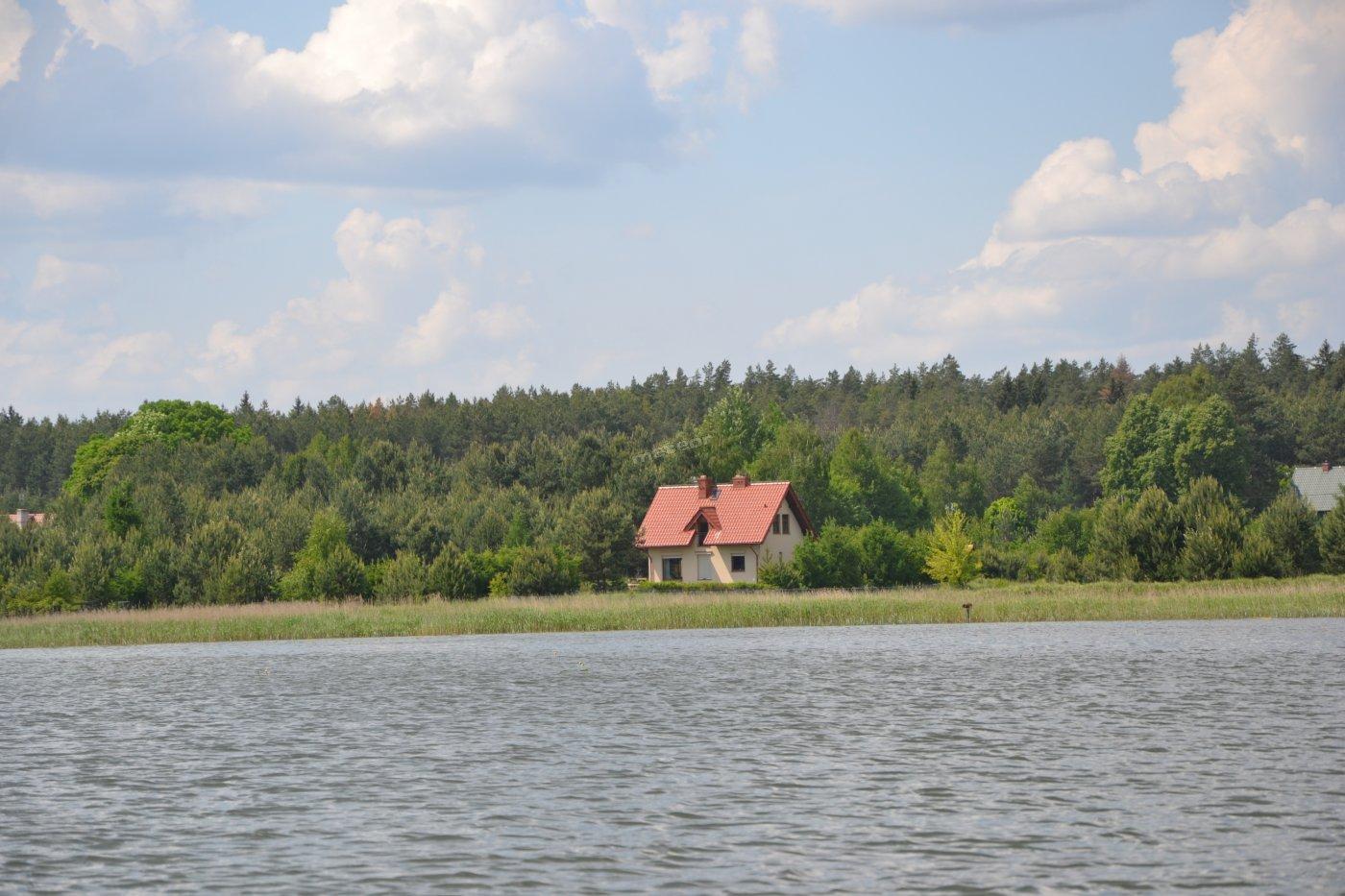 domek od strony jeziora