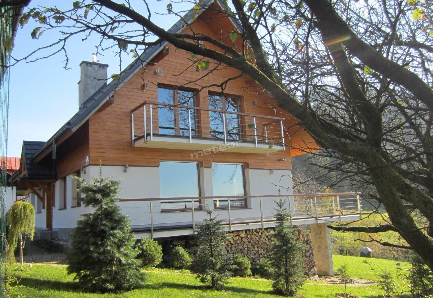 widok na dom od zachodu