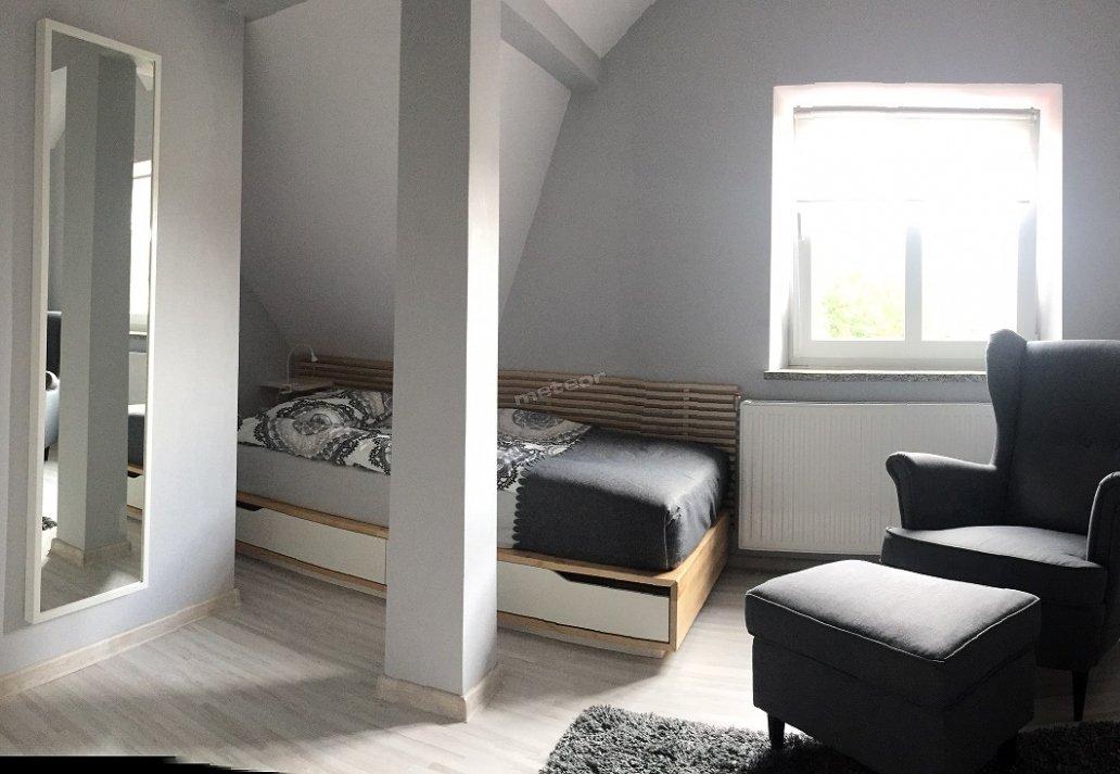 Do Państwa dyspozycji oddajemy:   -wi-fi  -telewizja  - pokoje umiejscowione na I i II piętrze budynku - komfortowo urządzoną kuchnię - łazienki w każdym pokoju
