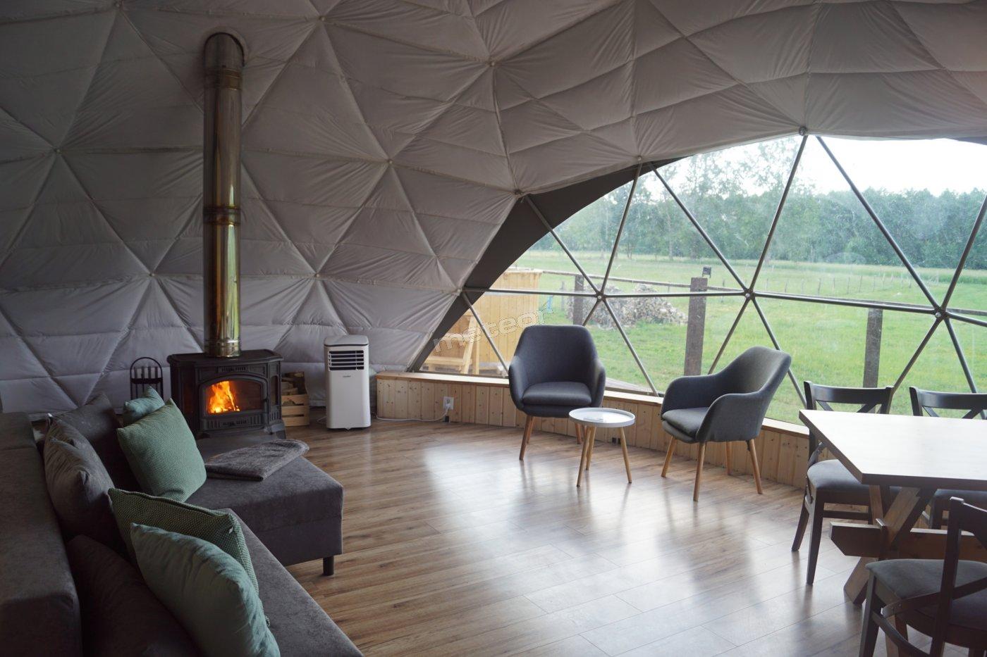 50 m apartament w namiocie sferycznym, klimatyzowany z kominkiem (całoroczny)
