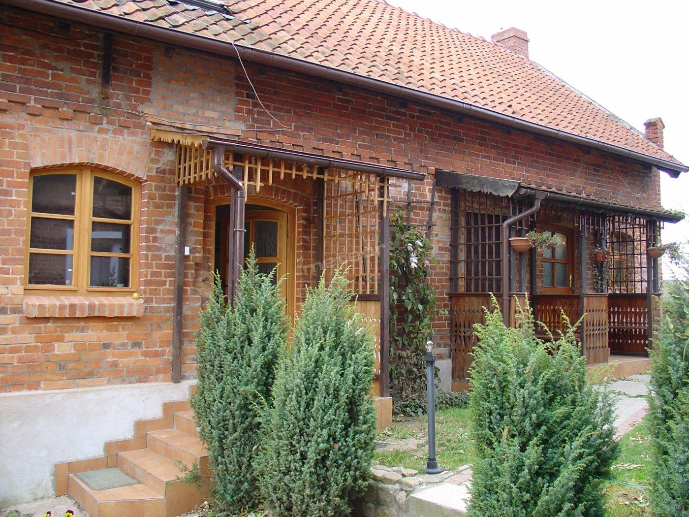 dom na zewnątrz