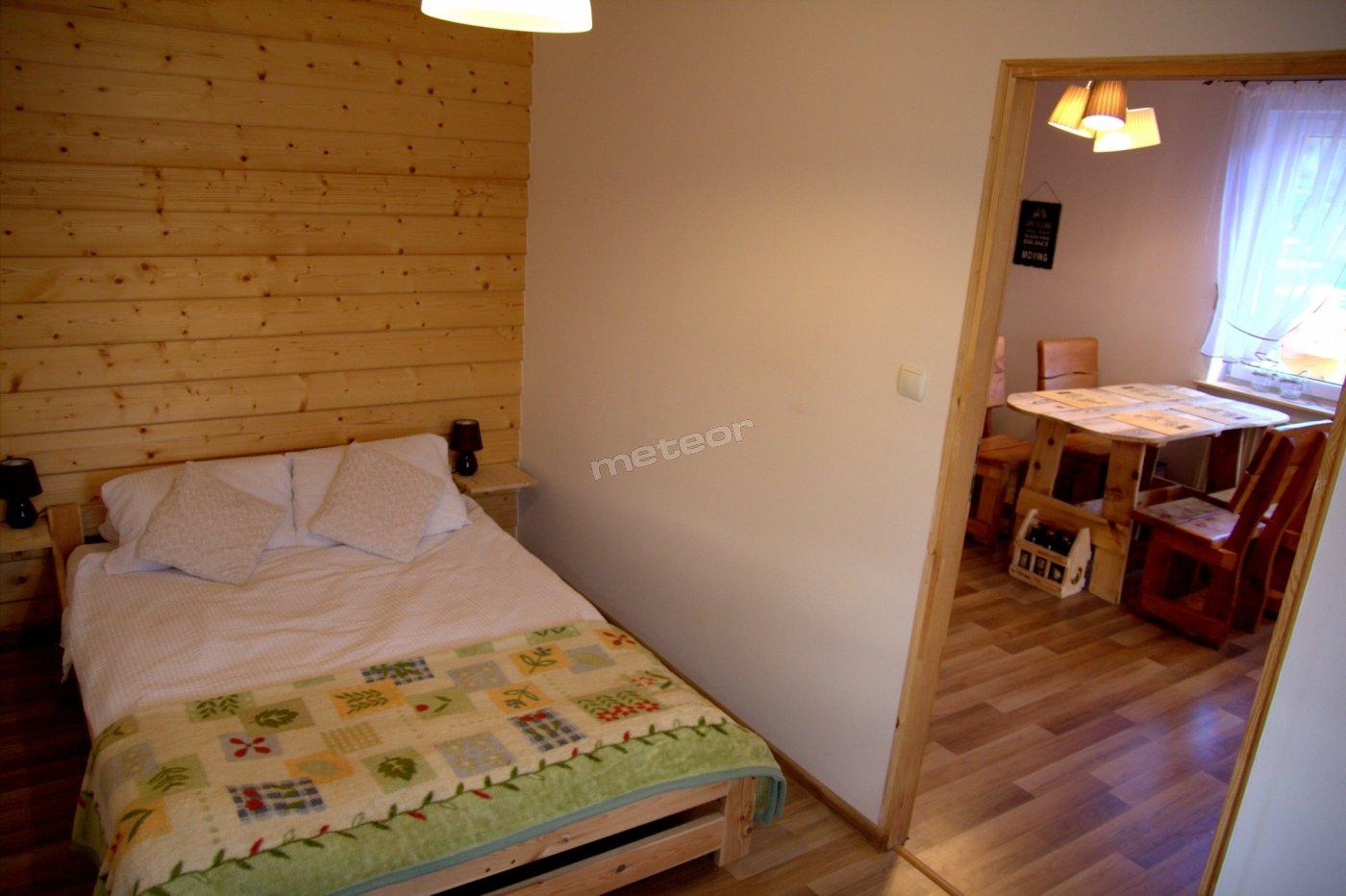 Apartament sosnowy- sypialnia