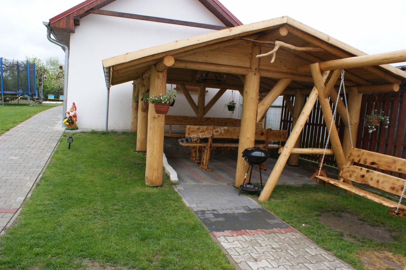 Do dyspozycji gości grill oraz trampolina :)