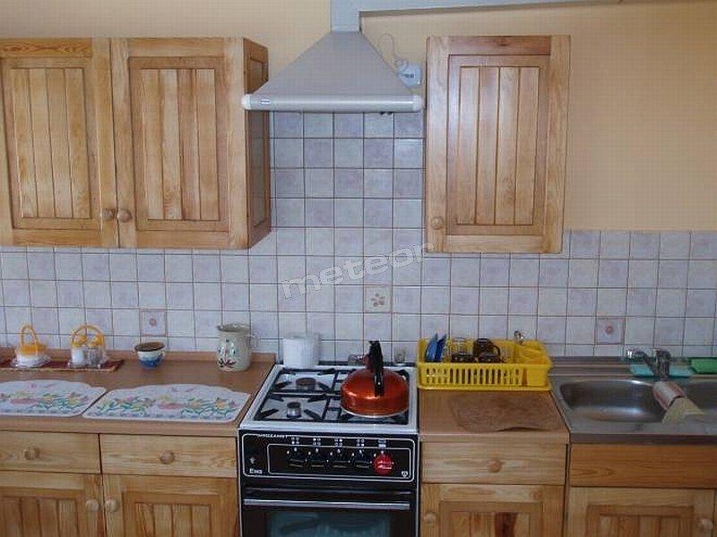 Kuchnia dostępna dla gości, w której można przygotowywać i spożywać posiłki