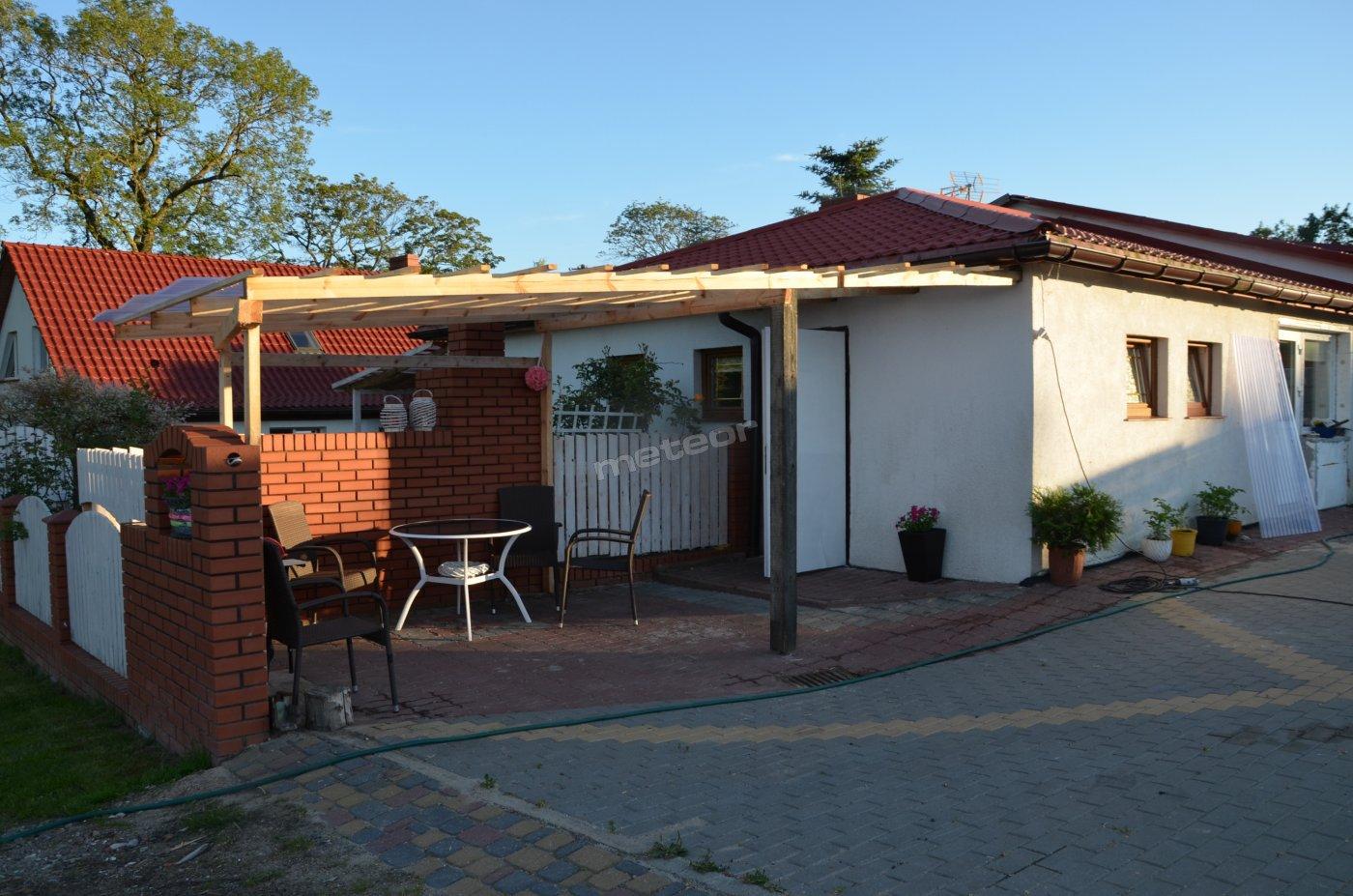 Dom całoroczny z altaną i własnym podwórkiem