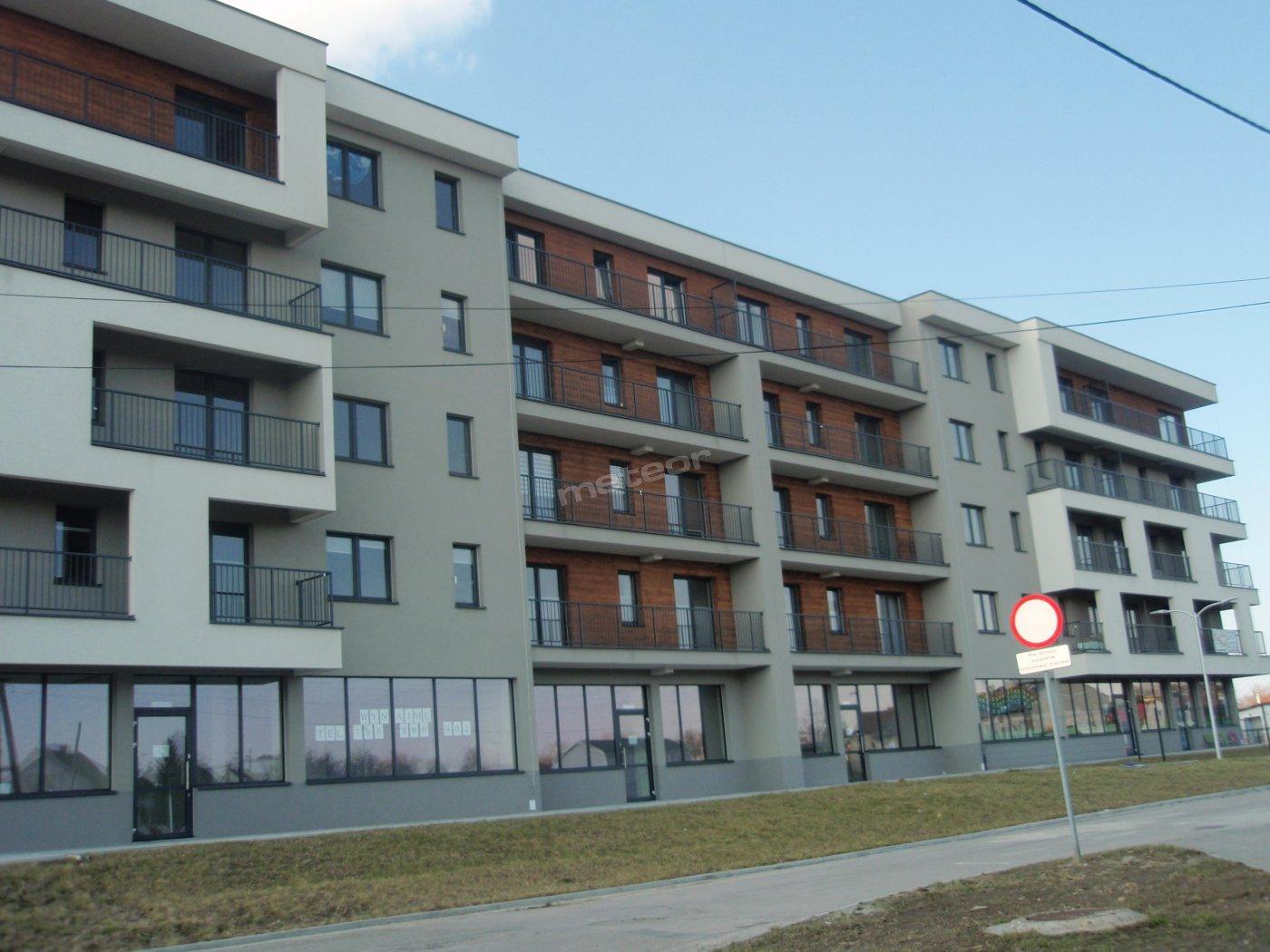 budynek w którym mieszczą się apartamenty ok 1 km od Energylandii