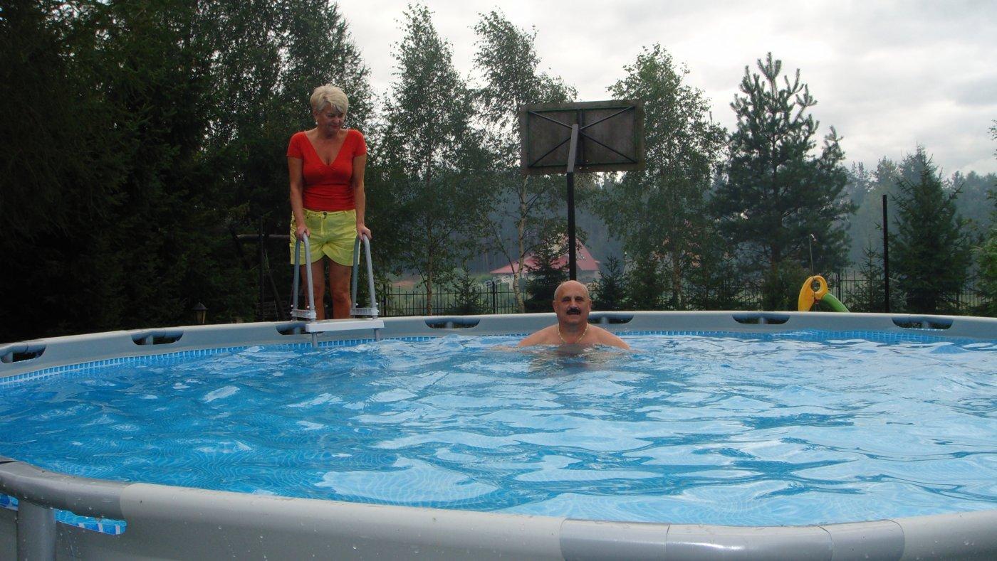 basen z gospodarzami: średnica 500cm , h=120cm, 21m3 wody filtrowanej i uzdatnianej