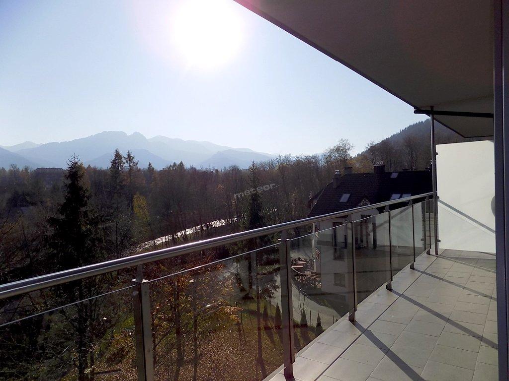 narożny balkon z widokiem na Giewont