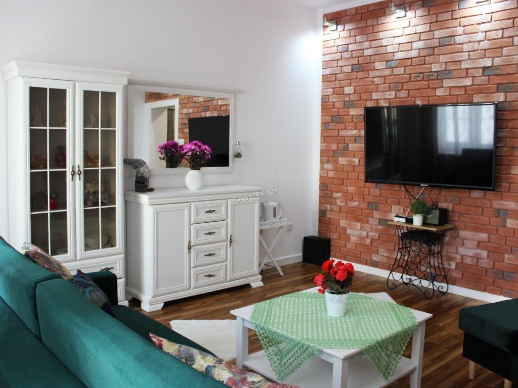 Apartament z sypialnią z dwoma pojedynczymi łóżkami