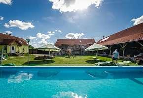 Gasthaus U Wallenroda - Gutshaus U Pelców
