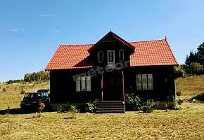Domek chata nad rzeką