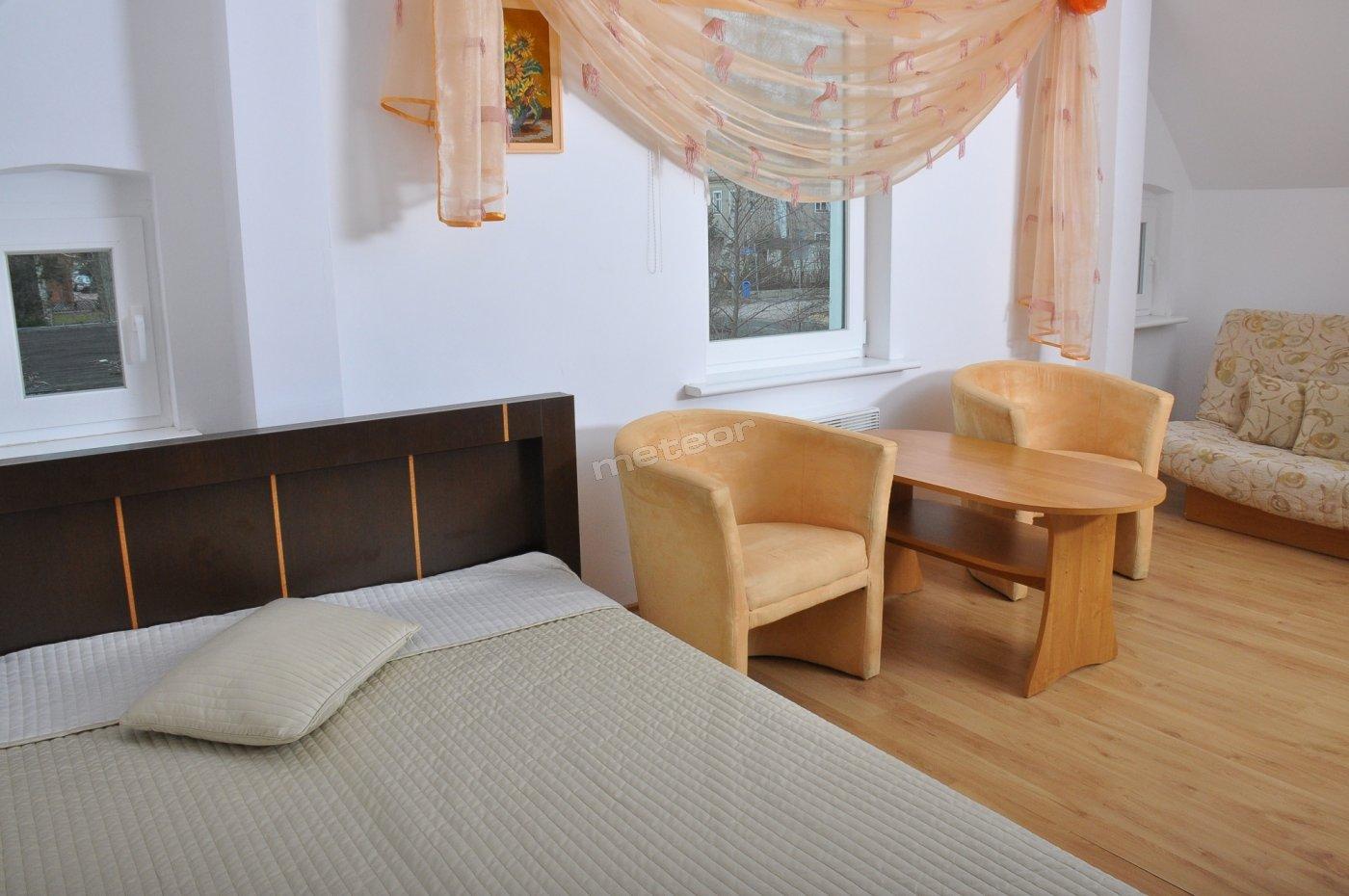 Pokój 2-3 osobowy z pełnym węzłem sanitarnym w budynku B