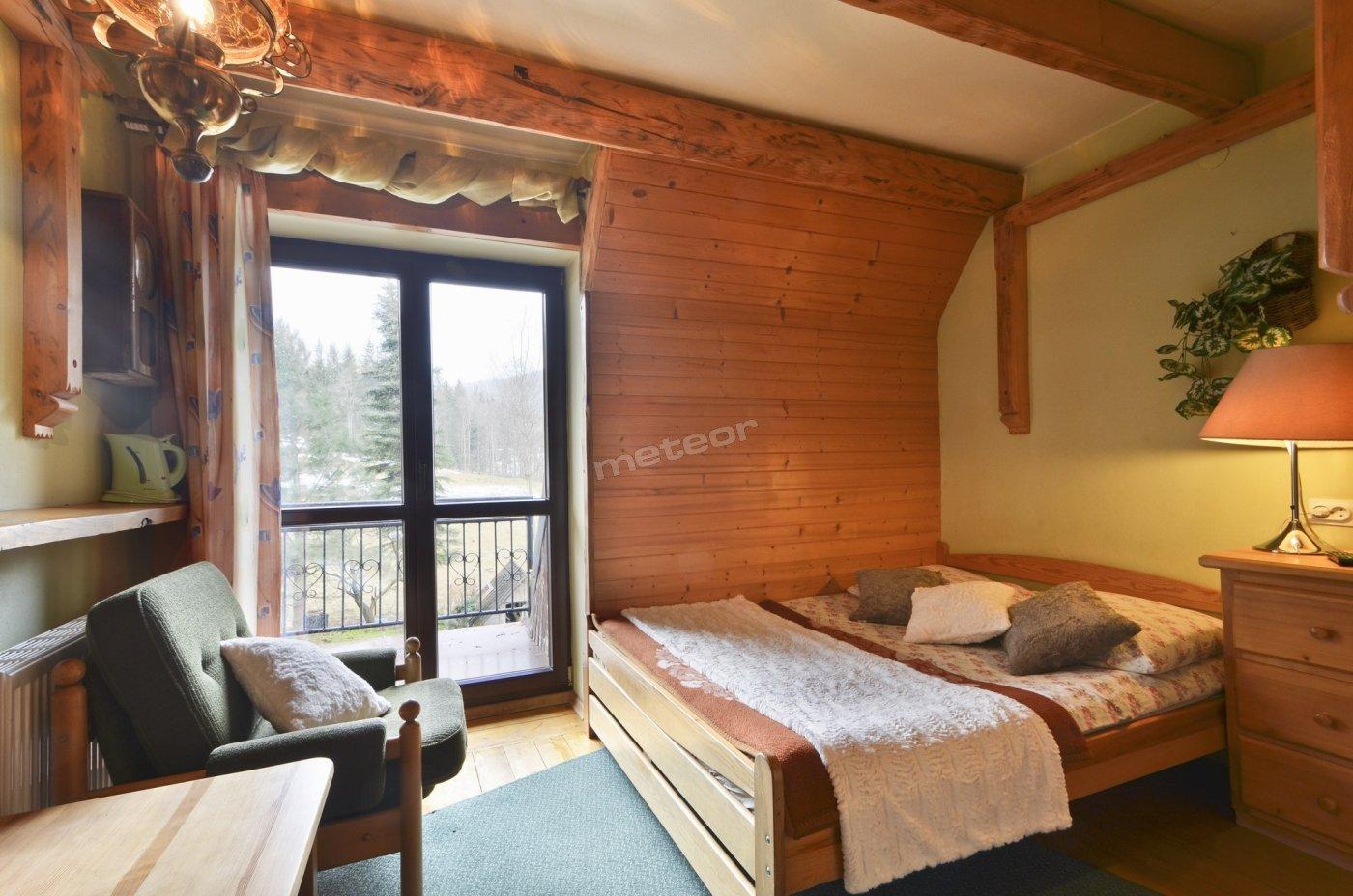 pok. nr4 dla 2os. z łazienką, łóżkiem 140x200, TV, WiFi, balkonem z widokiem na Giwont